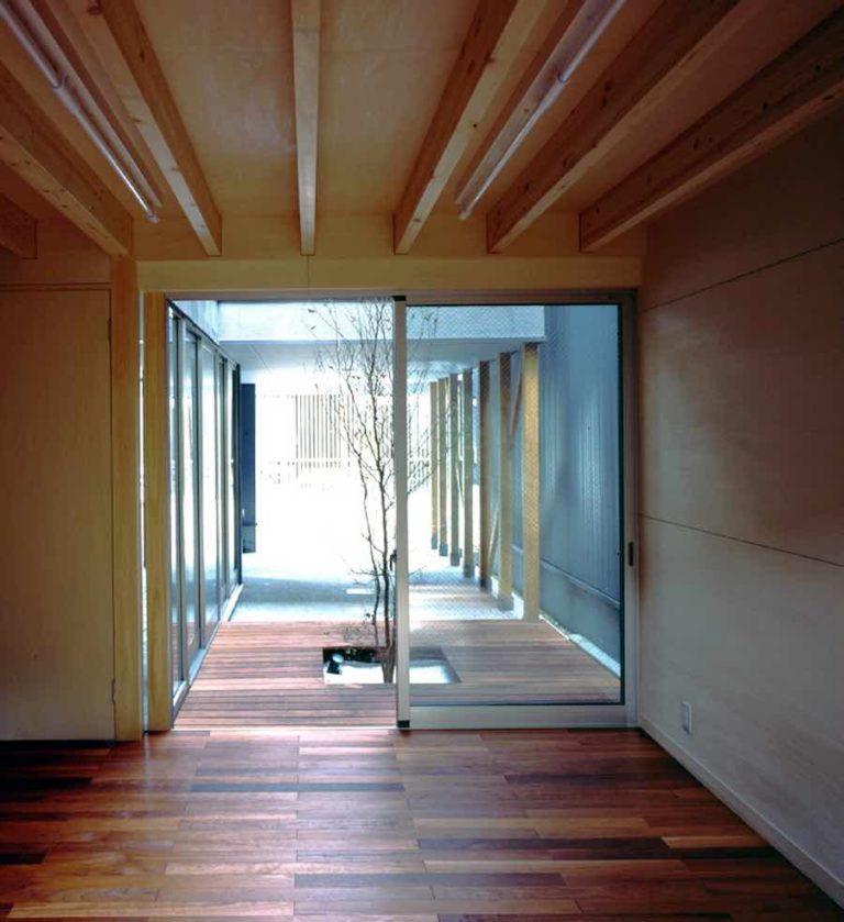 SOHOより中庭~通りを見る,神戸,設計事務所