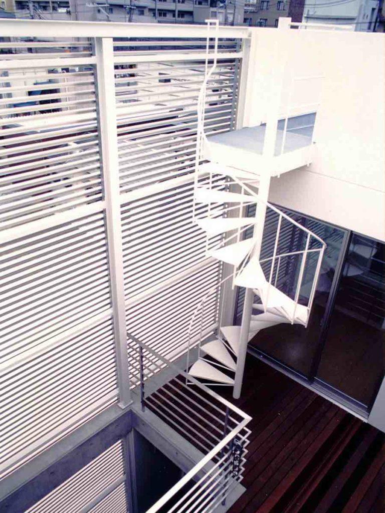 テラスから伸びる螺旋階段,神戸,設計事務所